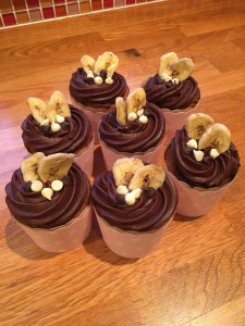 Homemade Cakes make great Mothers Day Gift ideas - Banana and Chocolate cupcakes